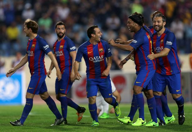 FC-Barcelona-legend-Ronaldinho-celebrate
