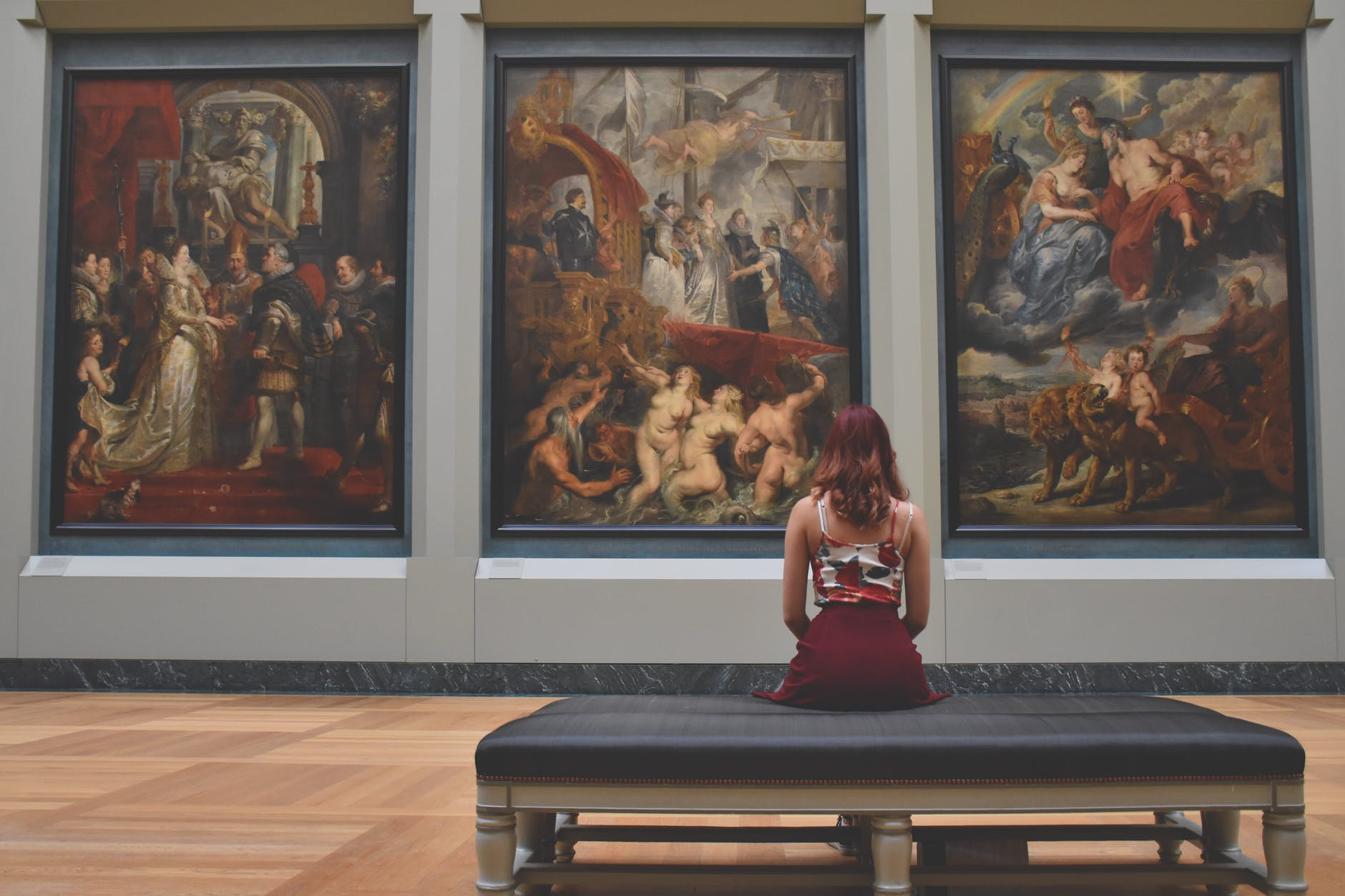 musée femme tableau