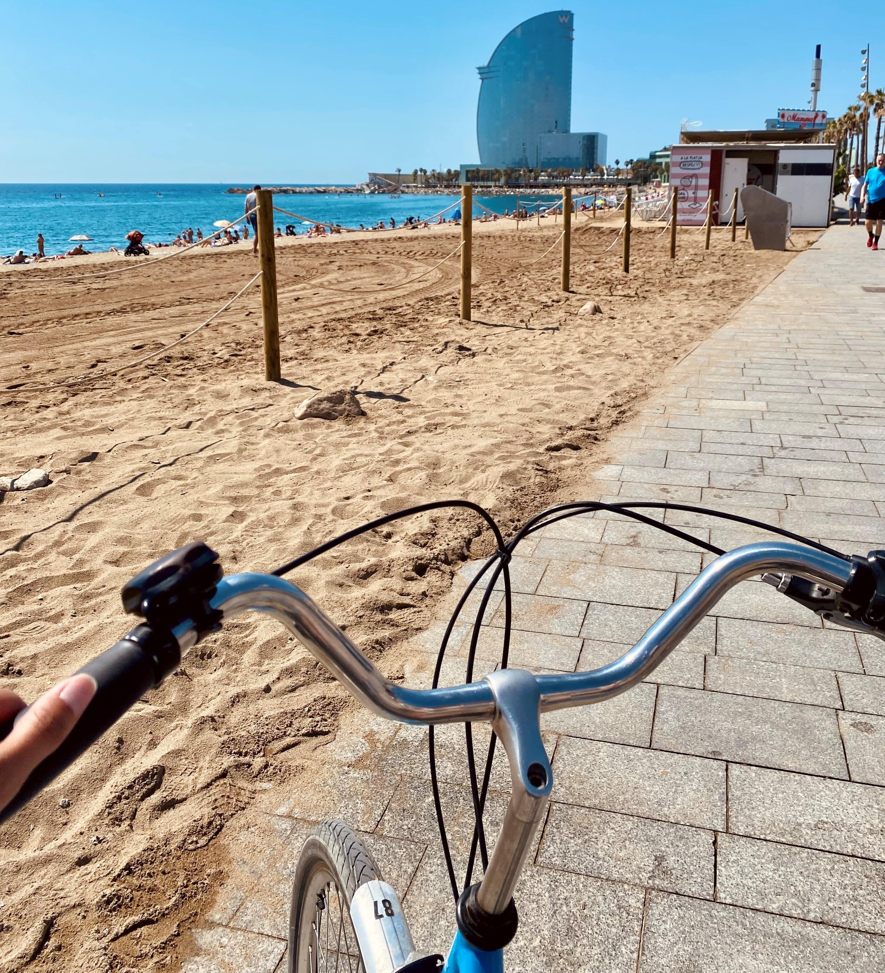 Barcelone à vélo plage